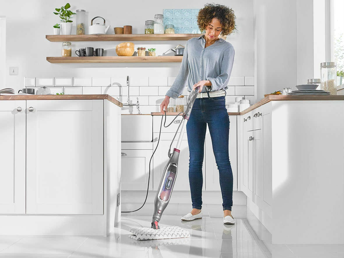S6003-Shark Steam Mop Automatic Lifestyle